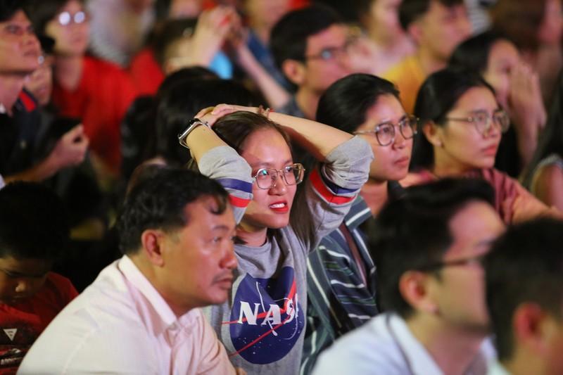 CĐV rơi nước mắt tiếc nuối tuyển Việt Nam rời Asian Cup - ảnh 6