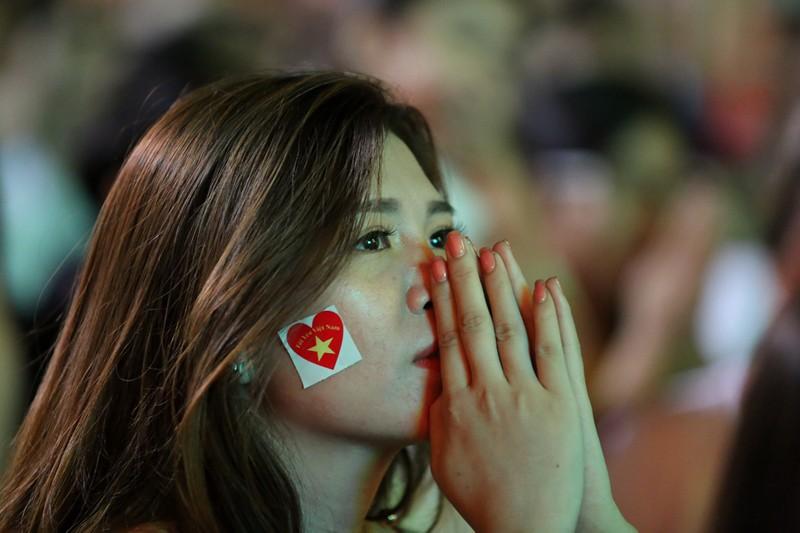 CĐV rơi nước mắt tiếc nuối tuyển Việt Nam rời Asian Cup - ảnh 9