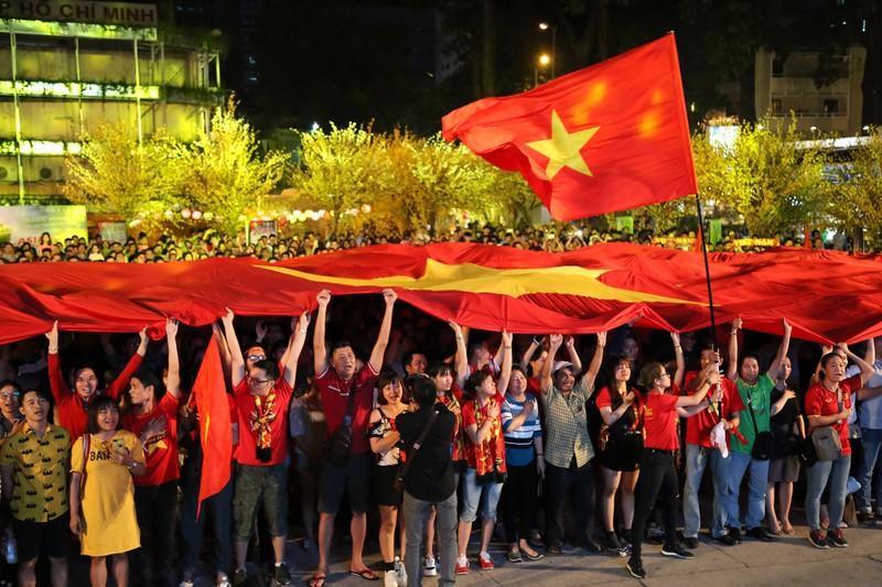Hình ảnh đẹp trước giờ bóng lăn Việt Nam - Nhật Bản - ảnh 2