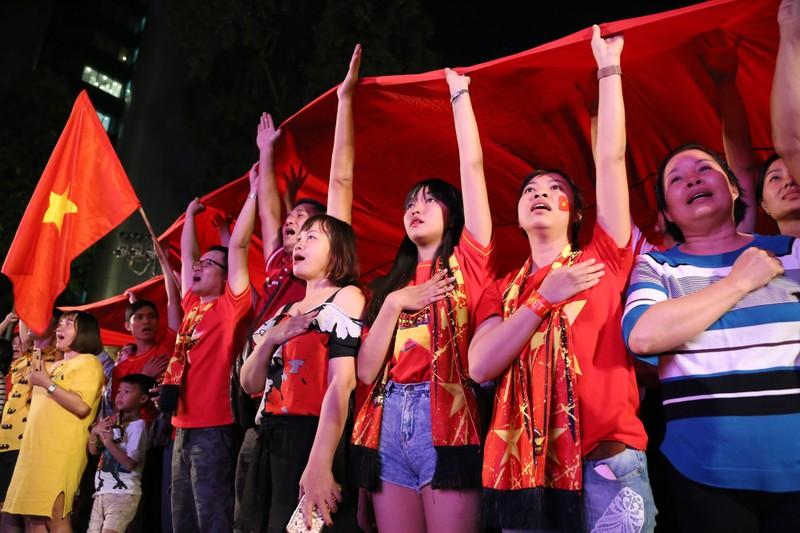 Hình ảnh đẹp trước giờ bóng lăn Việt Nam - Nhật Bản - ảnh 3