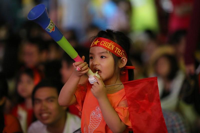 Hình ảnh đẹp trước giờ bóng lăn Việt Nam - Nhật Bản - ảnh 5
