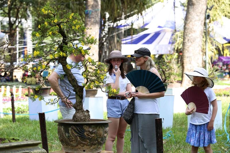 Đổ xô 'check-in' Hội hoa xuân Tao Đàn trước giờ khai mạc - ảnh 14