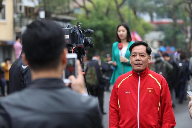 Nữ PV Hàn Quốc 'gây thương nhớ' khi tác nghiệp trên phố Hà Nội - ảnh 9