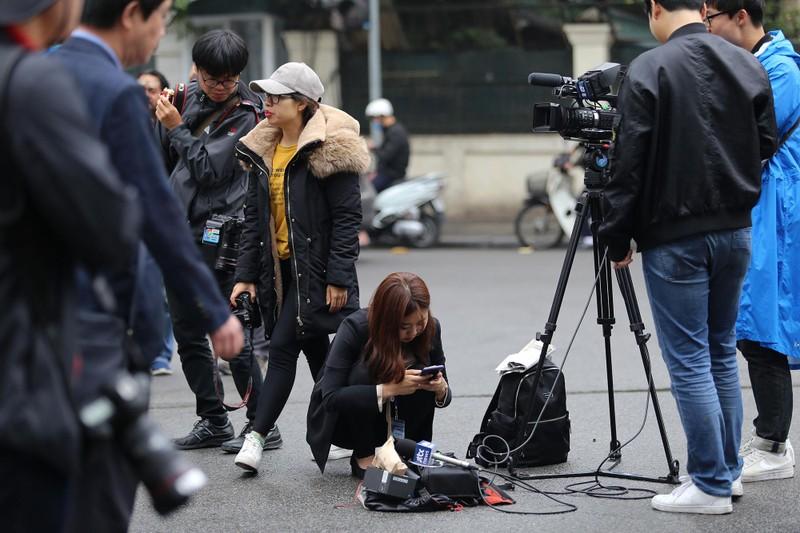 Nữ PV Hàn Quốc 'gây thương nhớ' khi tác nghiệp trên phố Hà Nội - ảnh 11