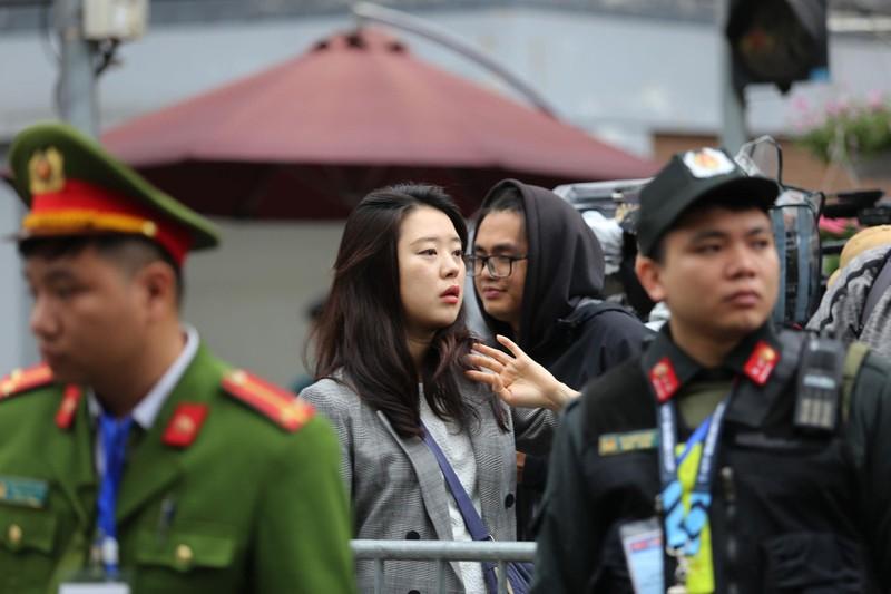 Nữ PV Hàn Quốc 'gây thương nhớ' khi tác nghiệp trên phố Hà Nội - ảnh 13