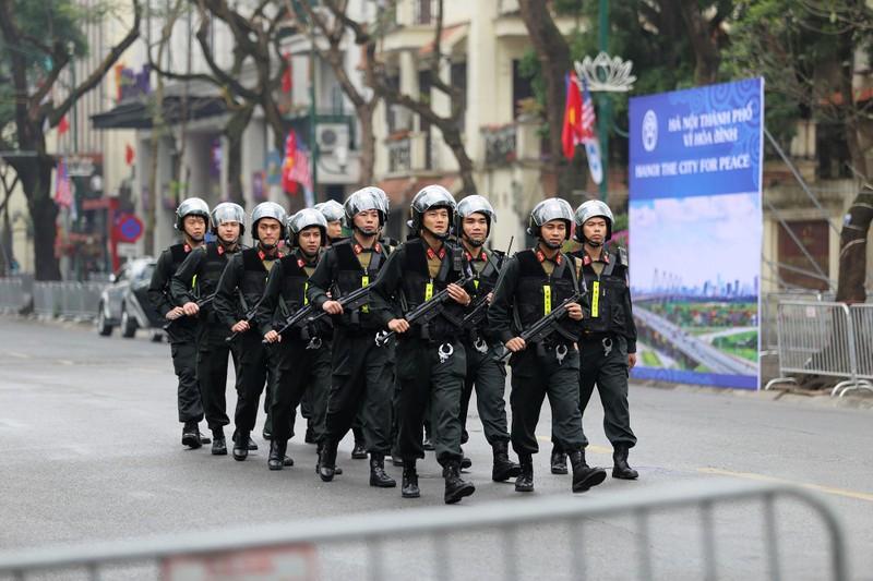 Nữ PV Hàn Quốc 'gây thương nhớ' khi tác nghiệp trên phố Hà Nội - ảnh 17