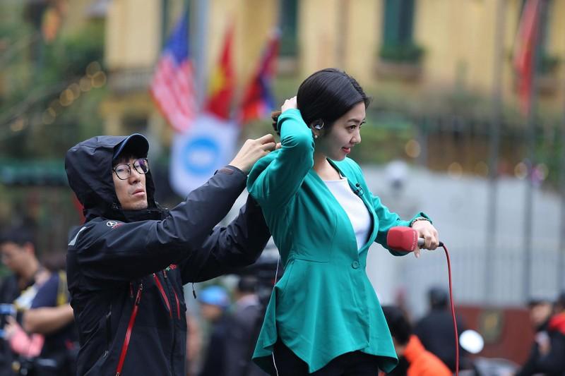 Nữ PV Hàn Quốc 'gây thương nhớ' khi tác nghiệp trên phố Hà Nội - ảnh 2