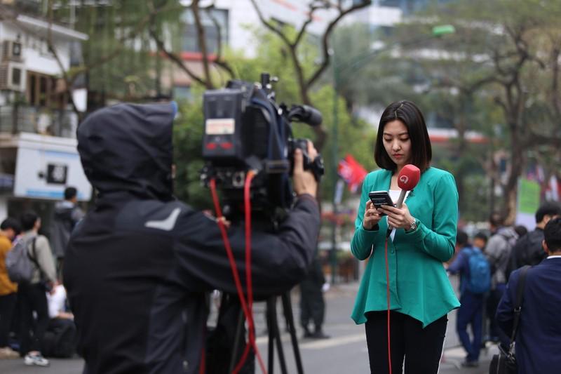 Nữ PV Hàn Quốc 'gây thương nhớ' khi tác nghiệp trên phố Hà Nội - ảnh 3