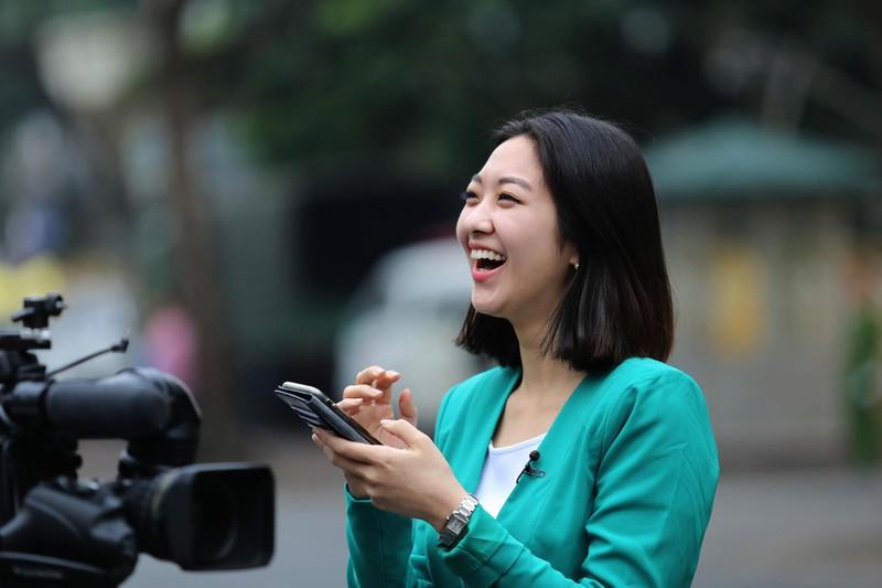 Nữ PV Hàn Quốc 'gây thương nhớ' khi tác nghiệp trên phố Hà Nội - ảnh 5