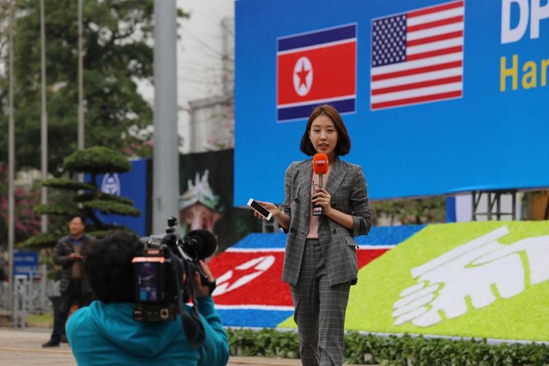 Nữ PV Hàn Quốc 'gây thương nhớ' khi tác nghiệp trên phố Hà Nội - ảnh 14