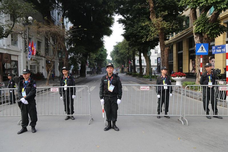 An ninh thắt chặt tại Metropole trước giờ Trump-Kim gặp nhau - ảnh 4