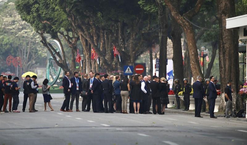 An ninh thắt chặt tại Metropole trước giờ Trump-Kim gặp nhau - ảnh 12