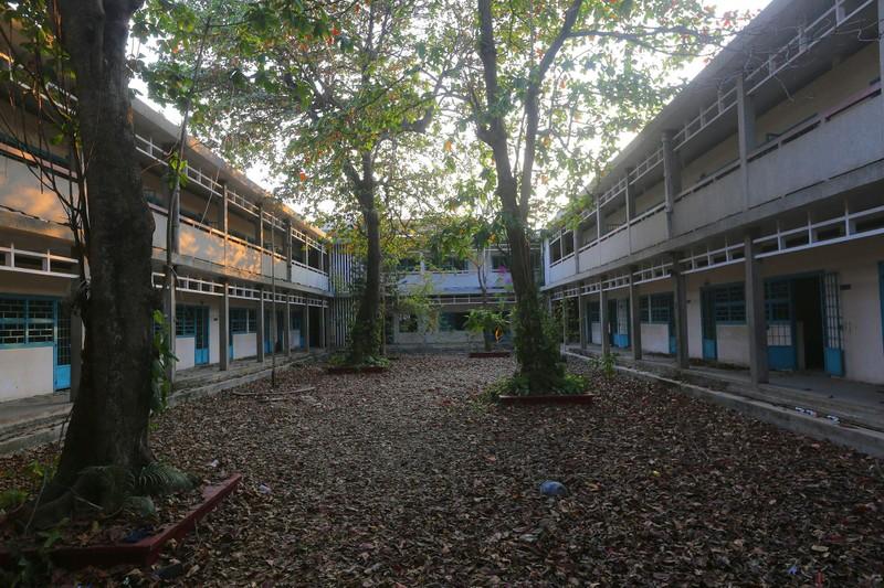 Cảnh xuống cấp bên trong trường học 40 năm tuổi bị bỏ hoang  - ảnh 1