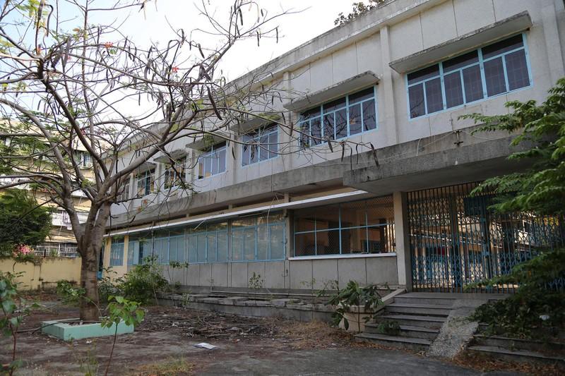 Cảnh xuống cấp bên trong trường học 40 năm tuổi bị bỏ hoang  - ảnh 2