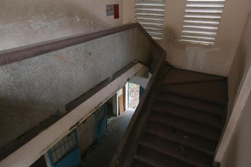 Cảnh xuống cấp bên trong trường học 40 năm tuổi bị bỏ hoang  - ảnh 7