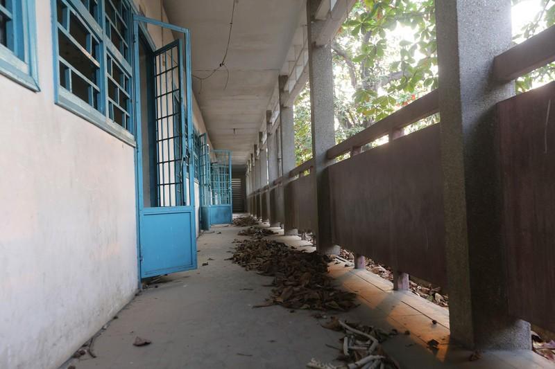 Cảnh xuống cấp bên trong trường học 40 năm tuổi bị bỏ hoang  - ảnh 8