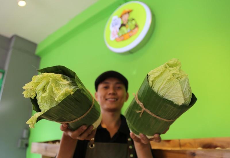 Cận cảnh gói hàng hóa bằng lá chuối ở Sài Gòn - ảnh 9