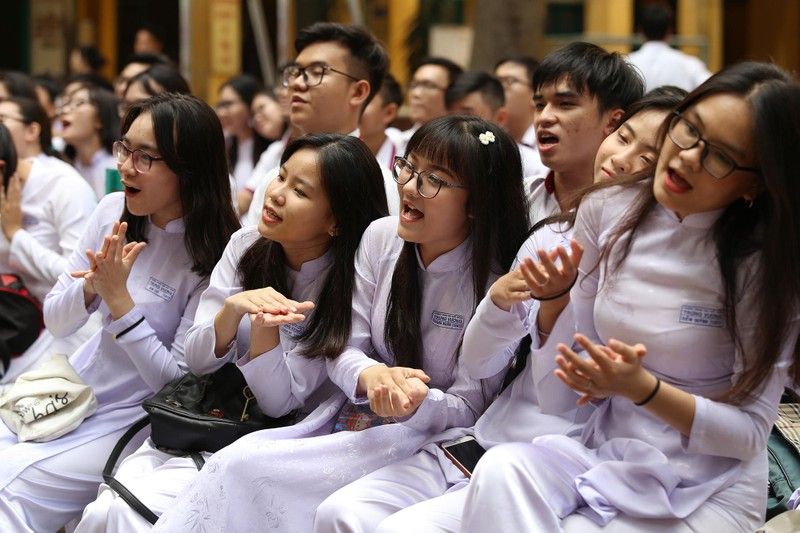 Xúc động lễ tri ân và trưởng thành ở trường THPT Trưng Vương - ảnh 11