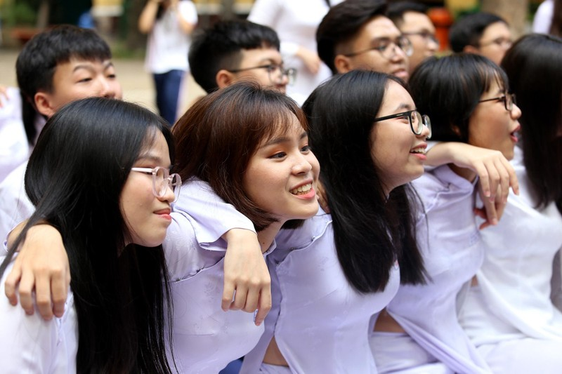 Xúc động lễ tri ân và trưởng thành ở trường THPT Trưng Vương - ảnh 12