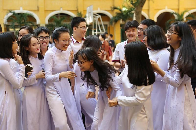 Xúc động lễ tri ân và trưởng thành ở trường THPT Trưng Vương - ảnh 13
