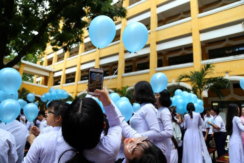 Xúc động lễ tri ân và trưởng thành ở trường THPT Trưng Vương - ảnh 15