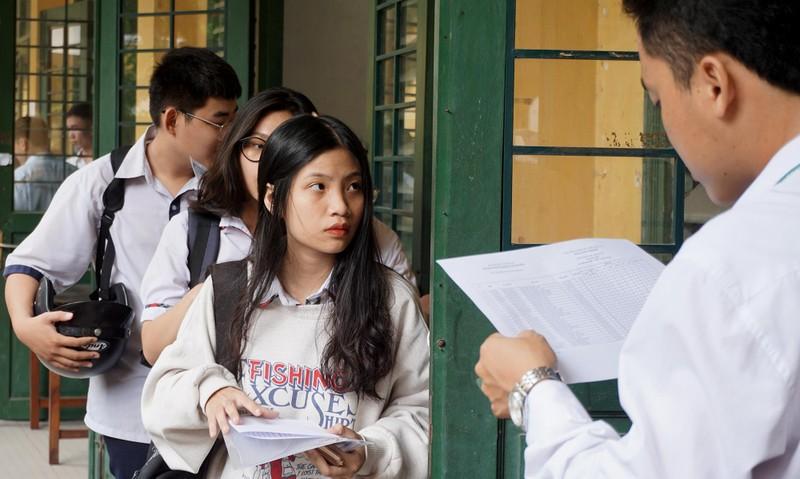 Thí sinh TP.HCM căng thẳng trong ngày làm thủ tục dự thi - ảnh 4
