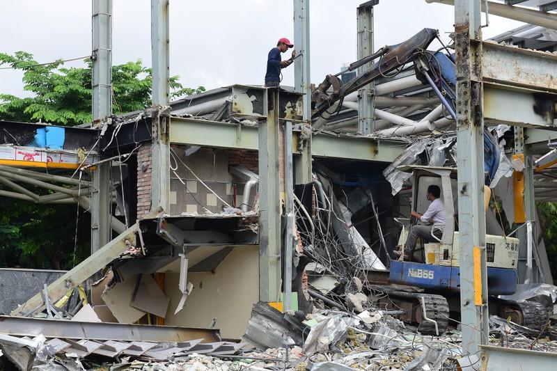 Tất bật tháo dỡ các công trình tại Công viên 23-9 - ảnh 3