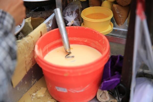 Xếp hàng chờ đợi để mua bánh nướng hình 12 con giáp ở Sài Gòn - ảnh 5