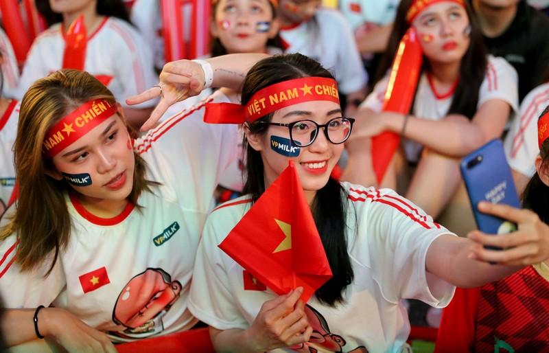 Người hâm mộ ăn mừng 'mưa bàn thắng' của U-22 Việt Nam - ảnh 14