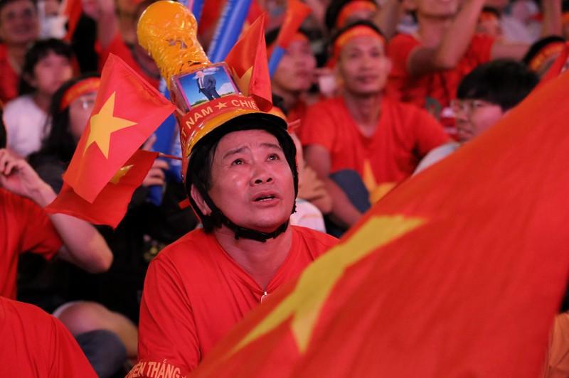 Người hâm mộ ăn mừng 'mưa bàn thắng' của U-22 Việt Nam - ảnh 3