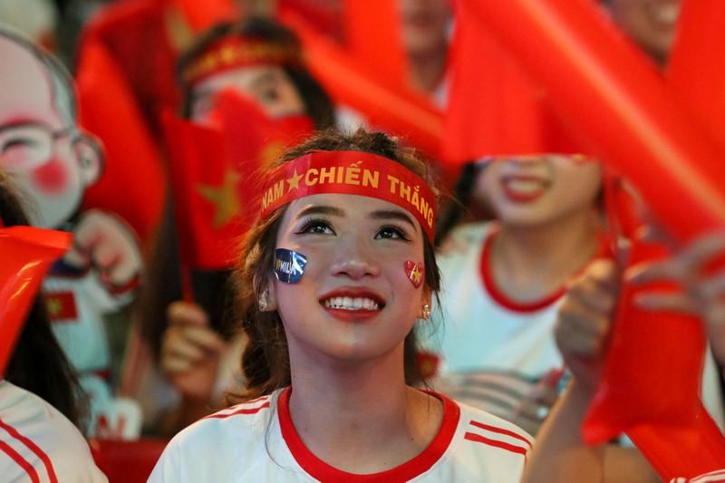 Người hâm mộ ăn mừng 'mưa bàn thắng' của U-22 Việt Nam - ảnh 4