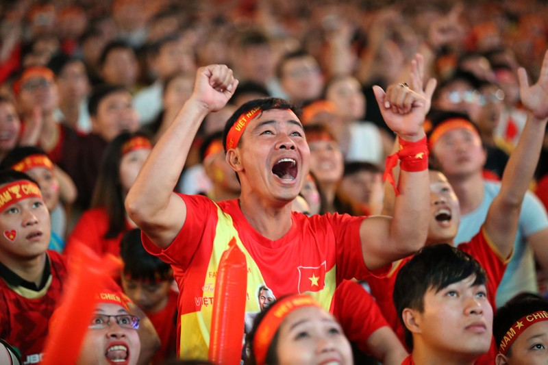 Người hâm mộ ăn mừng 'mưa bàn thắng' của U-22 Việt Nam - ảnh 9