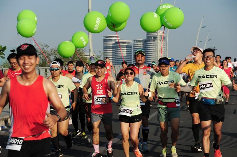 Hàng ngàn người chạy marathon dưới cái lạnh của Sài Gòn - ảnh 3