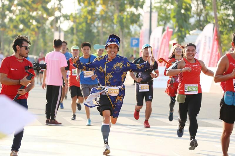 Hàng ngàn người chạy marathon dưới cái lạnh của Sài Gòn - ảnh 5