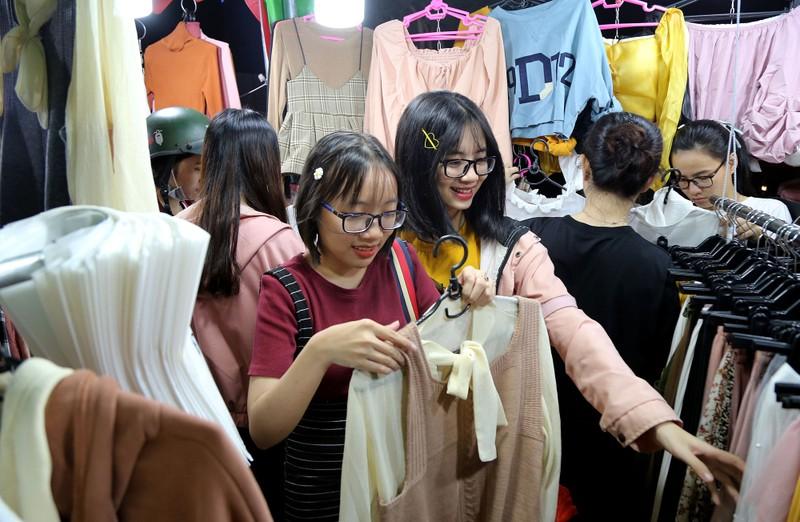 Cận cảnh chợ đêm mới cho sinh viên làng ĐH Quốc gia  - ảnh 10