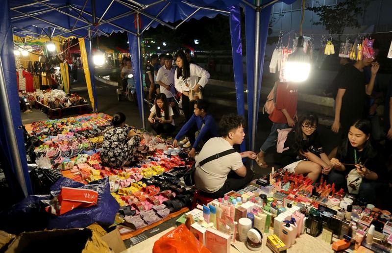 Cận cảnh chợ đêm mới cho sinh viên làng ĐH Quốc gia  - ảnh 3