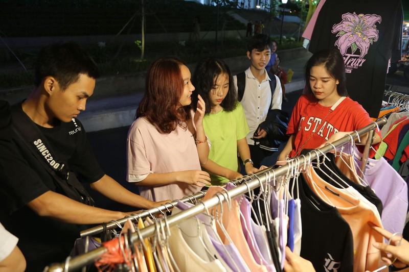 Cận cảnh chợ đêm mới cho sinh viên làng ĐH Quốc gia  - ảnh 4