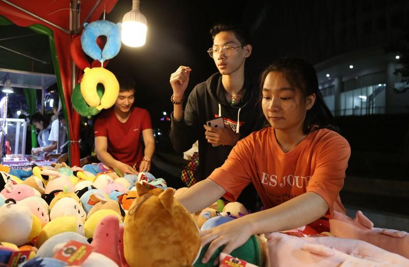 Cận cảnh chợ đêm mới cho sinh viên làng ĐH Quốc gia  - ảnh 5