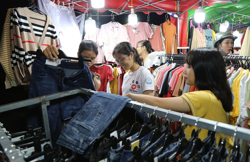 Cận cảnh chợ đêm mới cho sinh viên làng ĐH Quốc gia  - ảnh 7