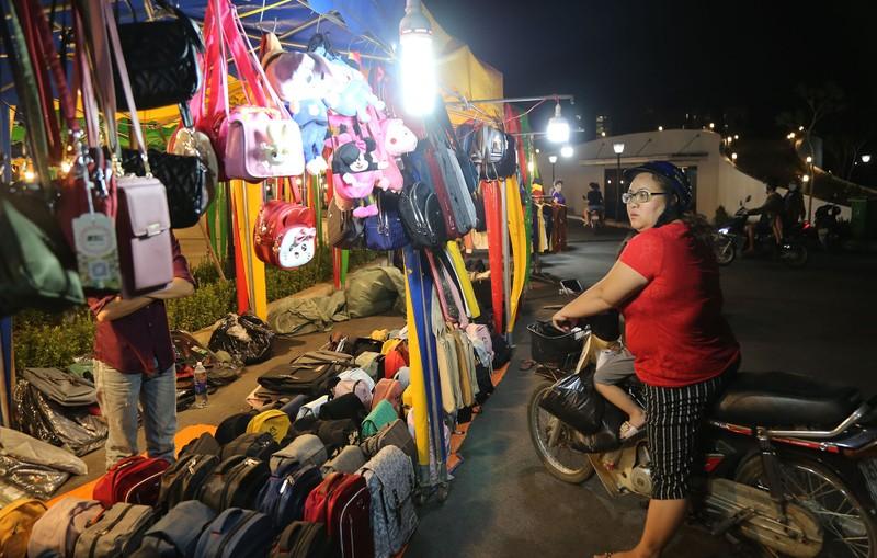Cận cảnh chợ đêm mới cho sinh viên làng ĐH Quốc gia  - ảnh 8