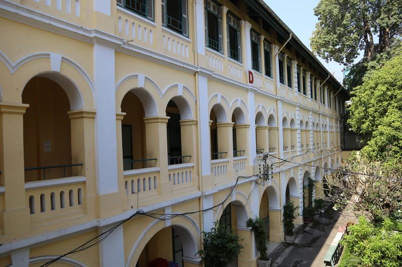 Cận cảnh ngôi trường dòng trăm tuổi ở Sài Gòn - ảnh 11