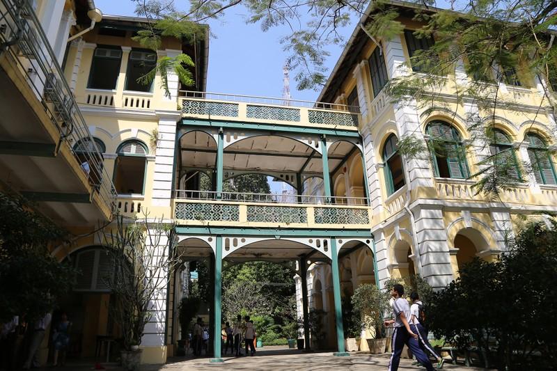 Cận cảnh ngôi trường dòng trăm tuổi ở Sài Gòn - ảnh 16