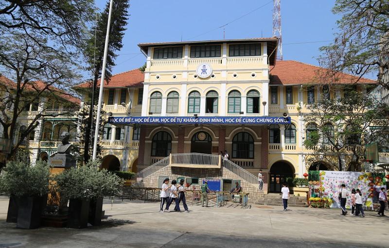 Cận cảnh ngôi trường dòng trăm tuổi ở Sài Gòn - ảnh 1
