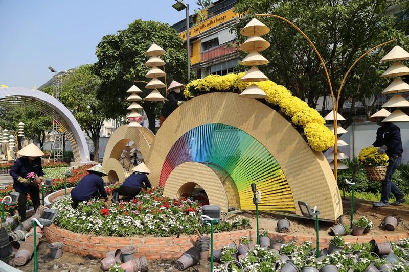 Hé lộ đường hoa Nguyễn Huệ trước ngày khai mạc - ảnh 3