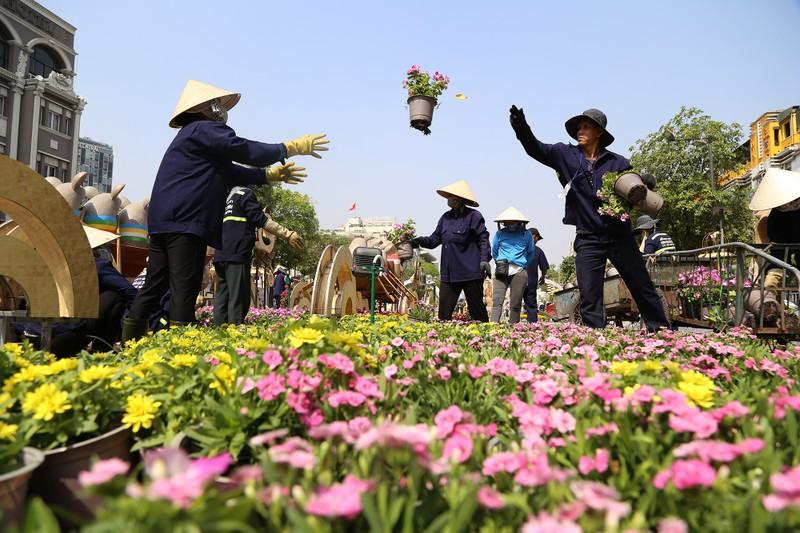Hé lộ đường hoa Nguyễn Huệ trước ngày khai mạc - ảnh 4