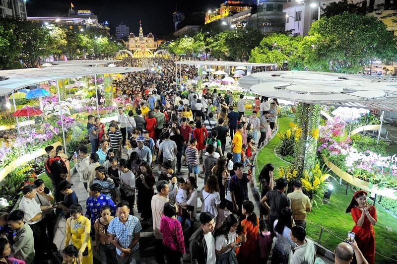 'Biển người' chen chân ở đường hoa Nguyễn Huệ 2020 - ảnh 3