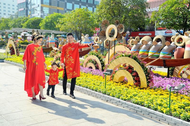 'Biển người' chen chân ở đường hoa Nguyễn Huệ 2020 - ảnh 4