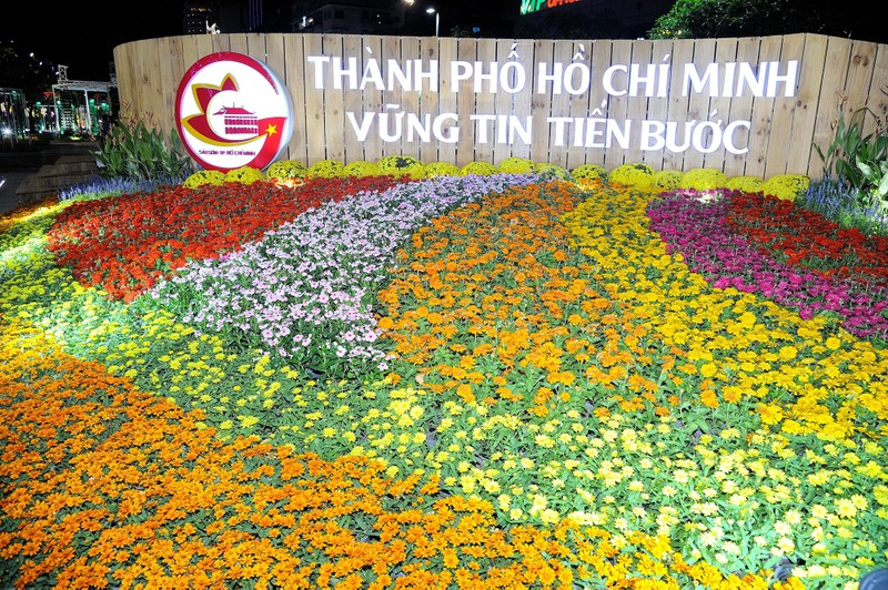 'Biển người' chen chân ở đường hoa Nguyễn Huệ 2020 - ảnh 6