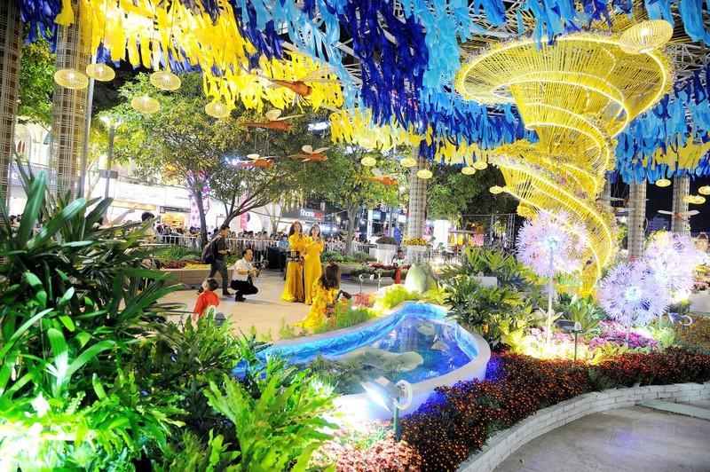 'Biển người' chen chân ở đường hoa Nguyễn Huệ 2020 - ảnh 7