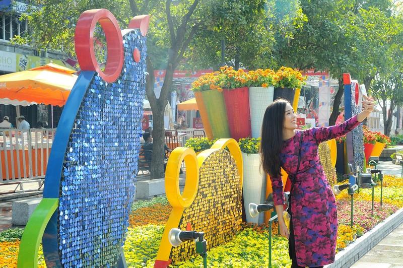 'Biển người' chen chân ở đường hoa Nguyễn Huệ 2020 - ảnh 8